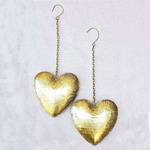 Metāla sirdis ar āķi