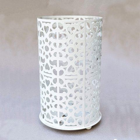 Metāla svečturis baltā tonī